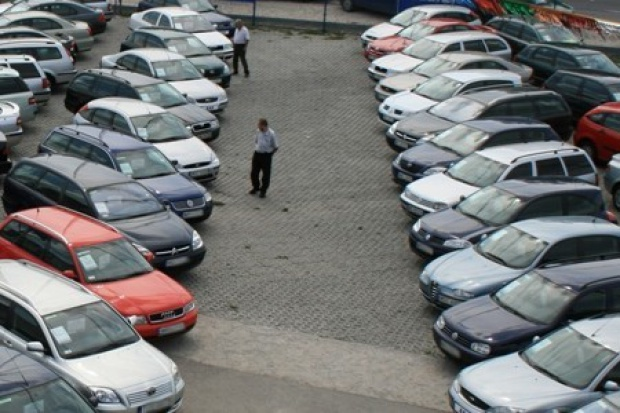 Trochę mniej używanych aut trafia do Polski
