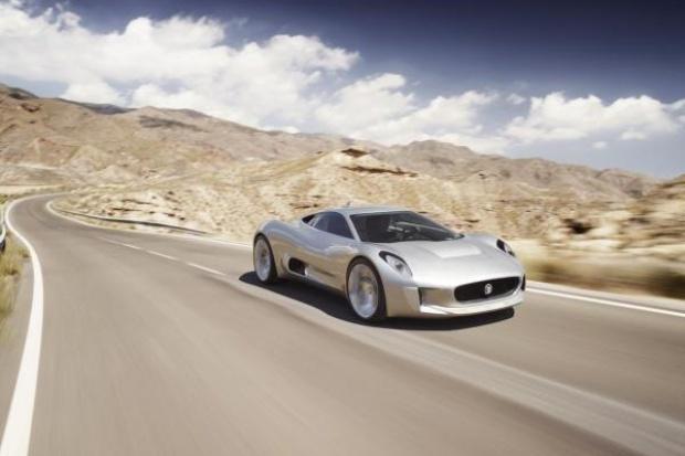 Ten Super-Jaguar wyprzedza Bugatti Veyron