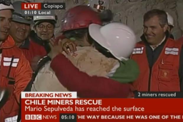 Chilijscy górnicy wyciągani na powierzchnię