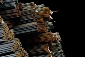 Producenci stali chcą być handlowcami