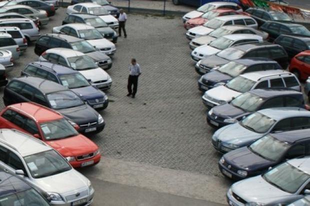 Polacy sprowadzą w tym roku 740 tys. aut używanych