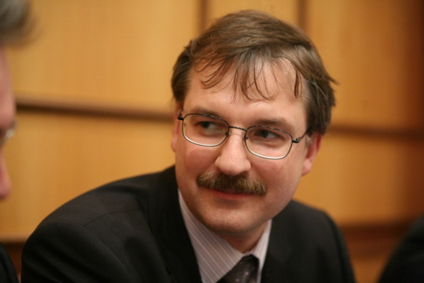 P. Zdrojewski, PwC, o plusach i minusach różnych form finansowania energetyki