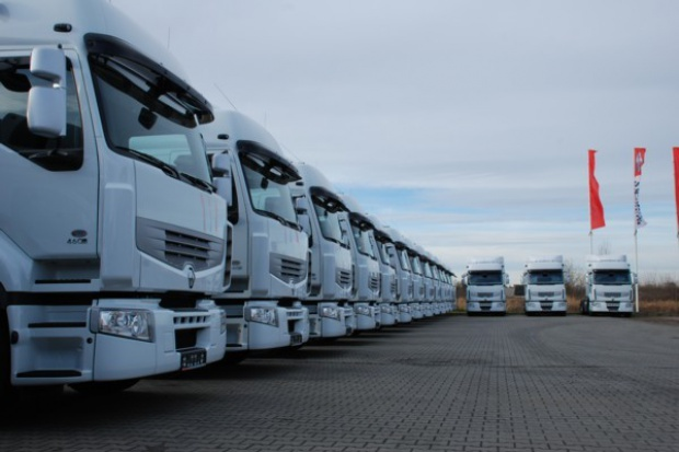 Partia ciężarowych Renault dla Equus Fresh