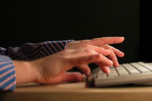 55 proc. Polaków korzysta z internetu przynajmniej raz w tygodniu