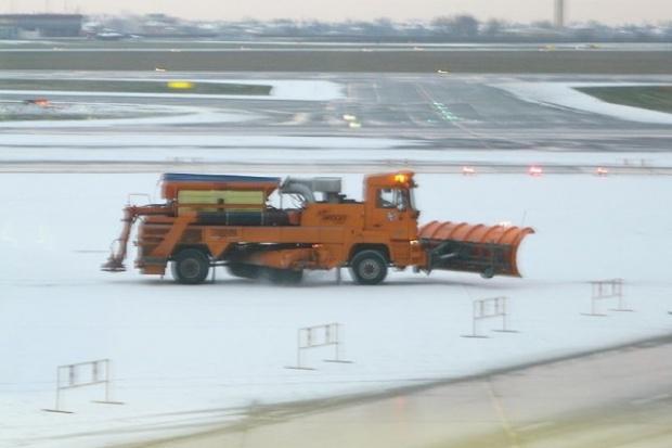 Kilkaset mln zł może kosztować branżę transportową walka ze skutkami zimy