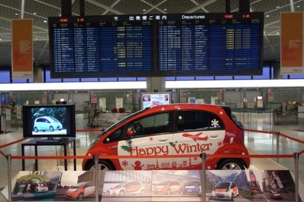 Elektryczne auta na lotnisku w Tokio