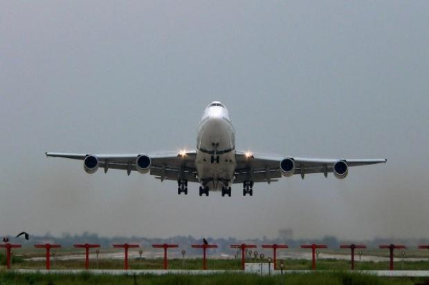Brytyjski rząd chce karać porty lotnicze