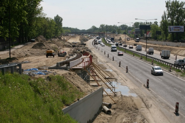 Rząd przyjął program budowy dróg krajowych do 2013 r. za 72,4 mld zł