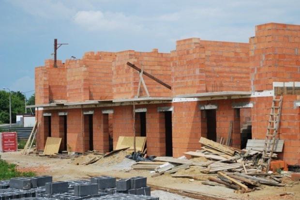 Mniej mieszkań oddanych do użytku, mniej pozwoleń na budowę