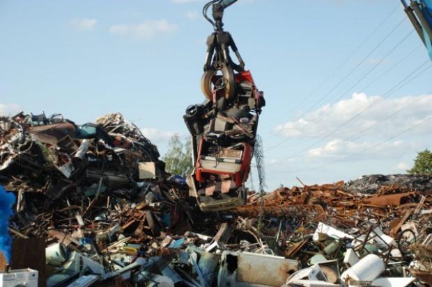 Nielegalny demontaż aut: kary nie odstraszają