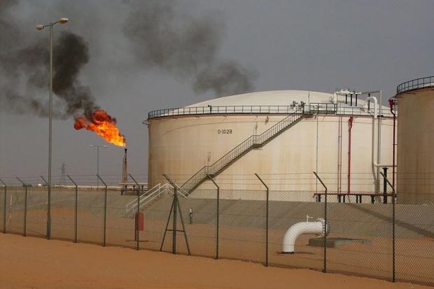 Kadafi grozi zakręceniem kurka naftowego