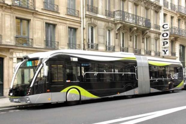 """""""Kosmiczny"""" Solaris jeździ drogami Paryża"""