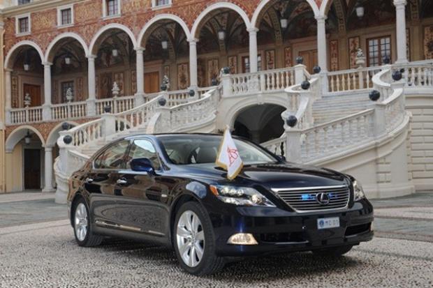 Lexus oficjalnym samochodem Księcia Monako