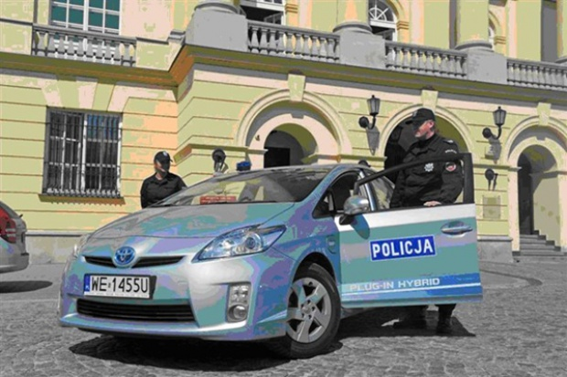Toyota Prius Plug In radiowozem warszawskiej policji