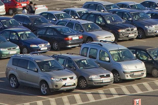 Sprowadzane auta: więcej niż w lutym, mniej niż rok temu