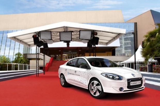"""Renault """"elektryzuje"""" bulwar LaCroisette w Cannes"""