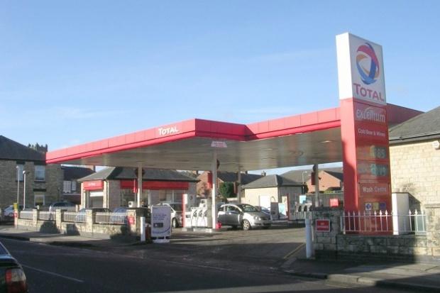 Total sprzedaje a Shell kupuje brytyjskie stacje