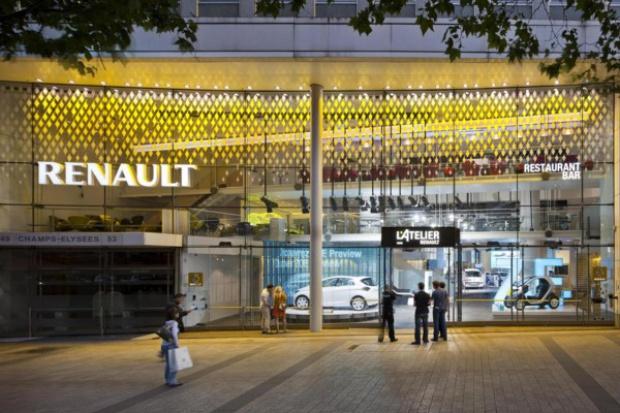 Renault znowu wystawia się na Polach Elizejskich