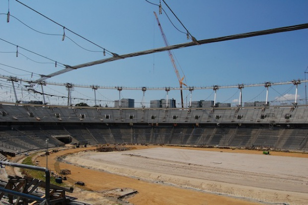 Awaria podczas podnoszenia konstrukcji dachu Stadionu Śląskiego