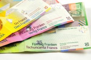 Eksperci: złoty nadal będzie zyskiwał na wartości wobec franka