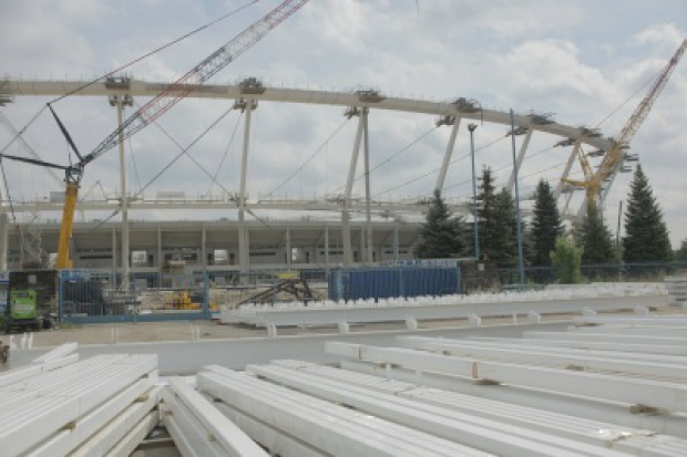 Opuszczanie konstrukcji dachu Stadionu Śląskiego - nadal trwają przygotowania