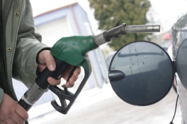 Wakacyjny zawód na stacjach paliw
