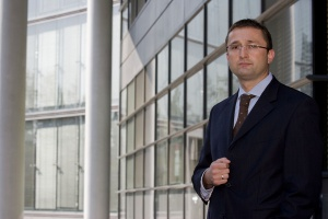 T. Chmal, White & Case o roli regulatora na rynku energetycznym