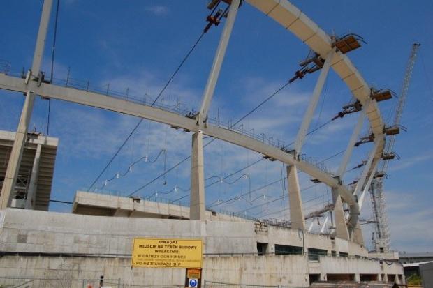 Pierwszy etap opuszczania konstrukcji dachu Stadionu Śląskiego potrwa 1-2 tygodnie
