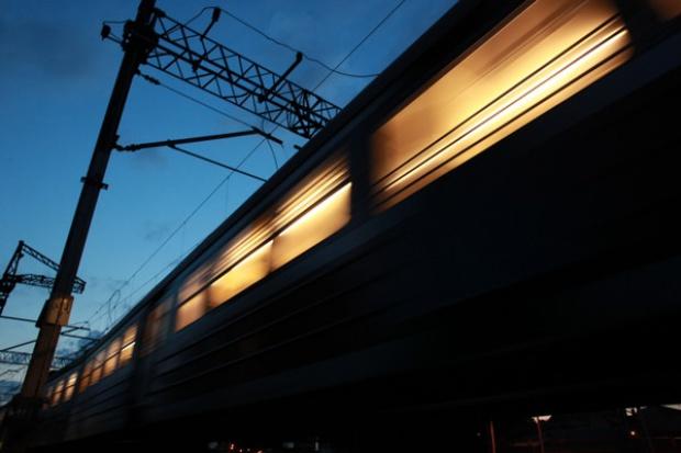 Nieco mniej osób podróżuje koleją
