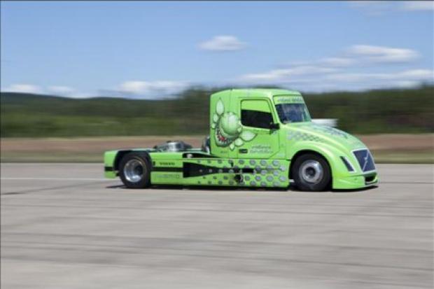 Hybrydowa ciężarówka Volvo bije rekordy prędkości