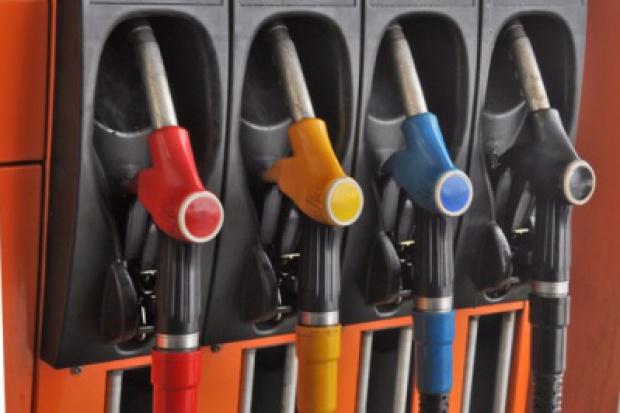 Sześć złotych za litr paliwa nam na razie nie grozi