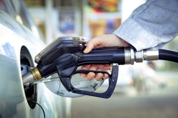 Rośnie sprzedaż oleju napędowego, spada benzyn