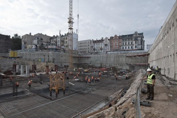 Pierwszy żuraw na budowie katowickiego dworca