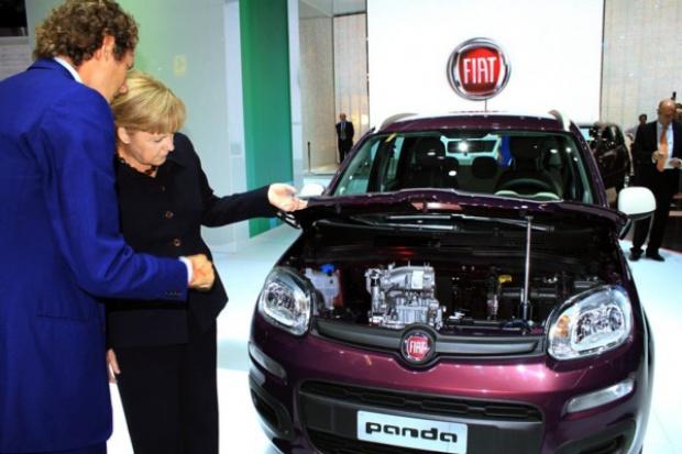 Kanclerz Merkel na stoisku Fiata we Frankurcie