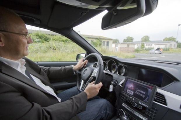 Ruszają testy inteligentnego systemu komunikacji Car-to-X