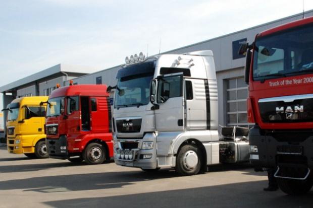 Przybywa ciężarówek na polskich drogach