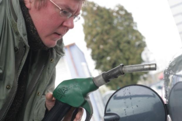 Ceny paliw: długi weekend w cieniu Włoch