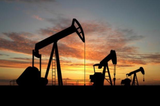 MAE: ropa w 2035 roku po ponad 200 dolarów za baryłkę