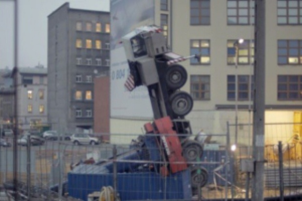 Przewrócił się dźwig na budowie dworca w Katowicach