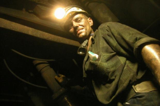 Górnicze spółki myślą, jak tu się przypodobać inwestorom