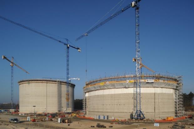 Pęknięcie na zbiorniku LNG w gazoporcie?
