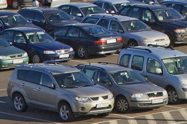 Mniej rejestracji aut osobowych i użytkowych