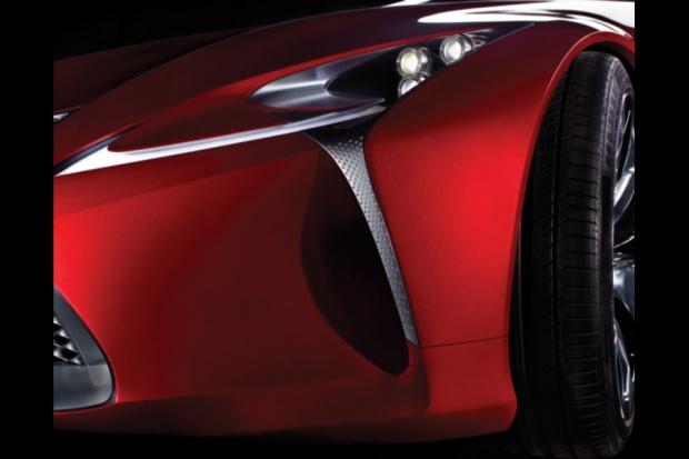 Lexus uchyla rąbka tajemnicy