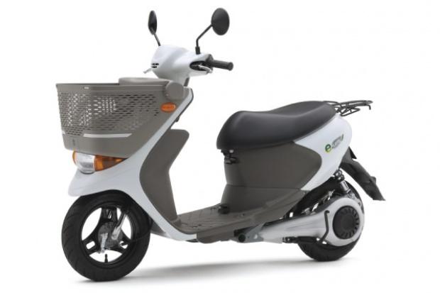 Suzuki wprowadza elektryczny skuter z odłączanym akumulatorem