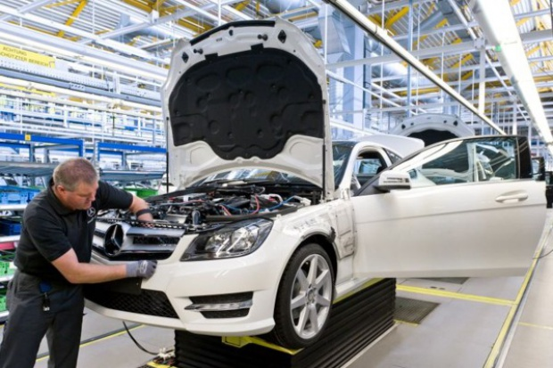 Mercedes-Benz zbiera się do ataku