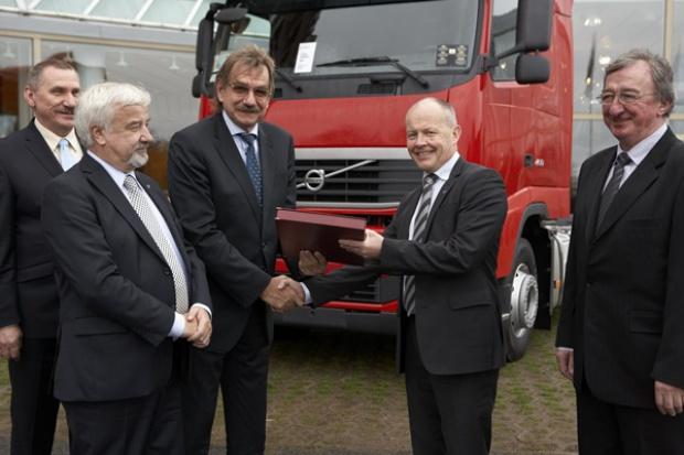 500 Volvo w Delta Trans