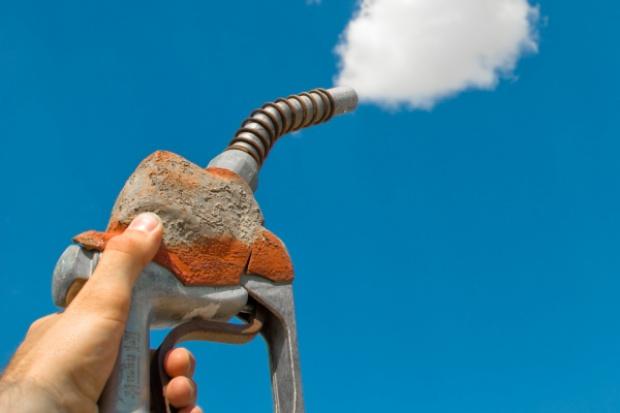 Pawlak: ceny paliw będą spadać wraz z obniżką kursu dolara