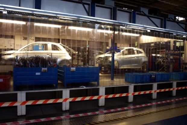 Produkcja samochodów osobowych spadła o 5,6% do 740 tys. w 2011 r.