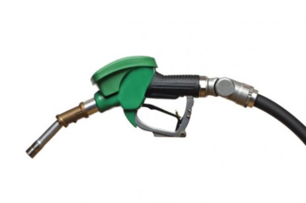 Ceny paliw: benzyna w górę, diesel w dół