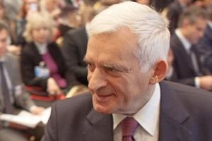 Forum ZPP: prof. J. Buzek: nie ma gotowości zaostrzenia polityki klimatycznej